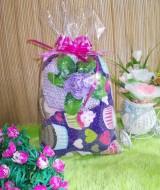 TERMURAH paket kado bayi UNGU 35 terdiri dari bantal bayi cupcakes ungu dan turban rajut bunga mekar ungu cantik