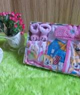 TERMURAH paket kado bayi girly pink Rp 47.000 terdiri dari baju bayi,rok celana lucu,bandana rajut,dan kaos kaki boneka cocok untuk kado