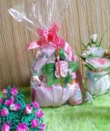TERMURAH paket kado bayi pinky gendongan series 40 terdiri dari gendongan depan,bedak,turban pink,dan sarung tangan pink cocok untuk kado
