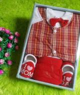 gift-set-paket-kado-bayi-cowok-merah-70-terdiri-dari-baju-rompi-kotak-kotaksepatudan-celana-cocok-untuk-kado