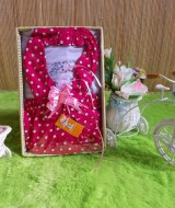 paket kado bayi CANTIK polka pink 52 terdiri dari set rok bandana polka pink adem plus kaos putih cantik muat untuk 0-12bln
