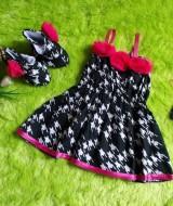 baju pesta bayi set dress bayi,sepatu boots prewalker,bandana cantik monokrom hits kekinian group Rp 100.000 muat untuk bayi 0-6 bulan bahan adem lembut untuk bayi