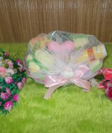 paket kado bayi keranjang kuning Rp 49.000 terdiri dari handuk bayi,celana bahyi,washlap,bedak,dan sabun bayi plus boneka love cute baby