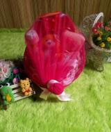 PAKET HEMAT kado bayi keranjang hot pink 59 terdiri dari bedak,sabun mandi,handuk,topi dan sepatu rajut,boneka,baju newborn