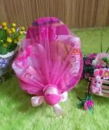 PAKET HEMAT kado bayi keranjang pink 59 terdiri dari bedak,sabun mandi,handuk,topi dan sepatu rajut,boneka,baju newborn