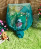 paket kado bayi keranjang tile hijau 59 terdiri dari handuk baby,handuk kecil,bedak dan sabun bayi,washlap,boneka imut