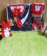 paket kado bayi DASI MERAH Harga Rp 55.000 terdiri dari setelan baju bayi rompi dasi plus celana, topi dan sepatu rajut kuning cocok untuk kado