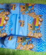 set kasur bayi lapis perlak beruang sepeda biru Rp 67.000 terdiri dari kasur bayi plus dua guling dan satu bantal,cocok untuk kado.