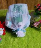 paket kado bayi keranjang biru hijau tile 72 terdiri dari handuk bayi,baju dan celana bayi,bedak dan sabun bayi,washlap,dan boneka imut