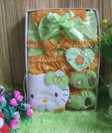 Paket kado Bayi Baby Gift set Dress Hello kitty Hijau 65 terdiri dari dress bayi, topi dan sepatu prewalker bahan lembut banget cocok untuk kado,muat untuk 0-6 bulan