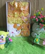 Paket kado Bayi Baby Gift set Dress Hello kitty Kuning 65 terdiri dari dress bayi, topi dan sepatu prewalker bahan lembut banget cocok untuk kado,muat untuk 0-6 bulan