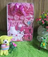 Paket kado Bayi Baby Gift set Dress Hello kitty Pink 65 terdiri dari dress bayi, topi dan sepatu prewalker bahan lembut banget cocok untuk kado,muat untuk 0-6 bulan