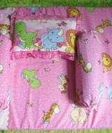 Set Kasur Bayi Jumbo Lapis Perlak Baby Zoo Pink 77 panjang 98cm lebar 62cm, terdiri dari kasur bayi plus dua guling dan bantal cocok untuk kado