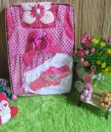 paket kado bayi Baby Gift Set Dress Bunga Pink 57 terdiri dari dress bayi,cangcut,bandana,dan turban cantik,bahan lembut banget,cocok untuk kado