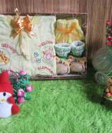 paket kado bayi Baby Gift Set Salur Kuning 55 terdiri dari setelan kaos bayi kancing full 0-12bulan,kaos kaki boneka lucu,,bahan lembut banget,cocok untuk kado