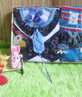 paket kado bayi DASI BIRU-03 55 terdiri dari setelan baju bayi rompi dasi plus celana, topi dan sepatu rajut biru cocok untuk kado