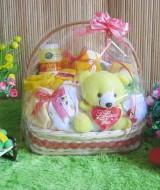 paket kado bayi keranjang kuning tangkai-02 65 terdiri dari celana panjang, celana kacamata, celana pendek,set topi rajut, sabun, bedak, washlap,popok, boneka imut