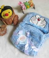 selimut carter double fleece bayi Doraemon Biru 60 bahan tebal dan lembut banget dan ada tutup kepala, cocok juga untuk kado
