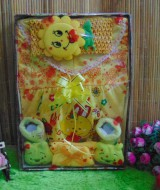 paket kado bayi kuning cantik 59 terdiri dari dress bayi cantik,bando bayi cantik,dan kaos kaki boneka,cocok banget utk kado