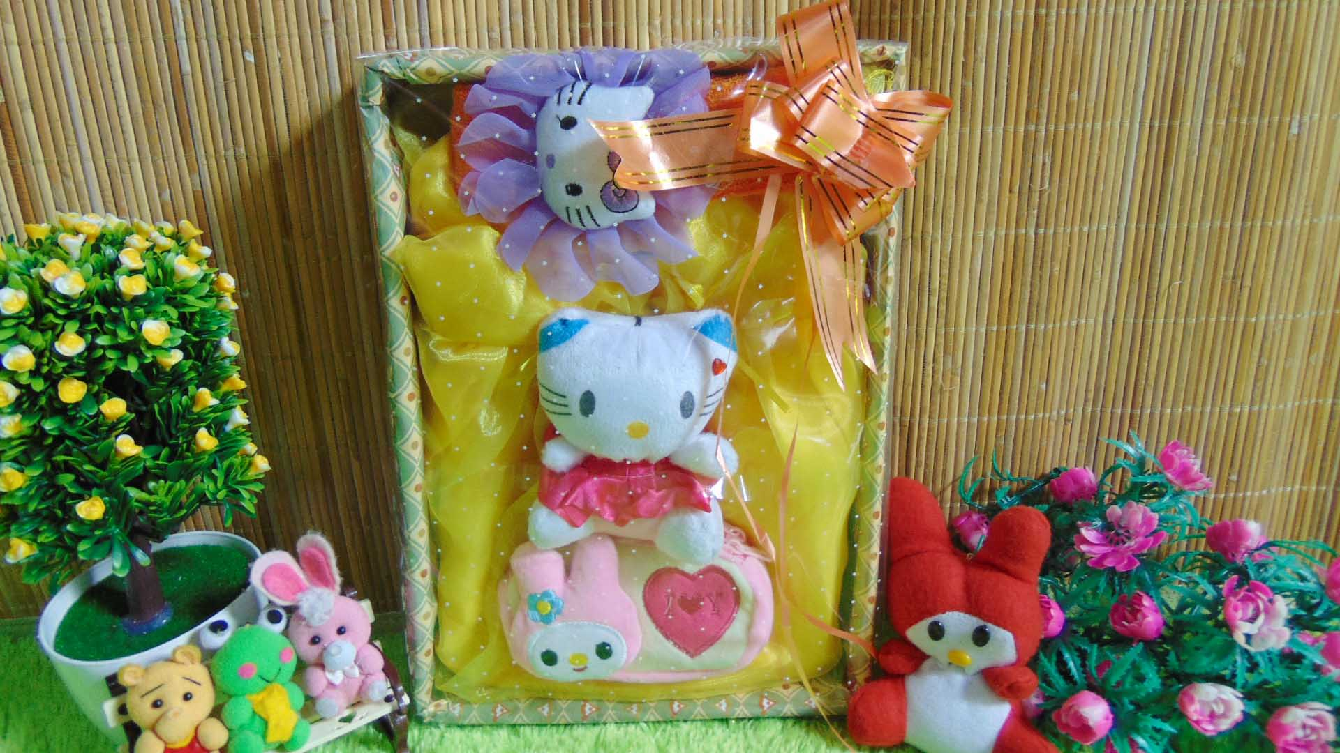 Paket Kado Bayi Baby Gift Dress Kuning Mekar Hello Kitty Series 57 terdiri Dress pesta,bandana hello kitty dan dompet cantik, serta boneka hello kitty cantik