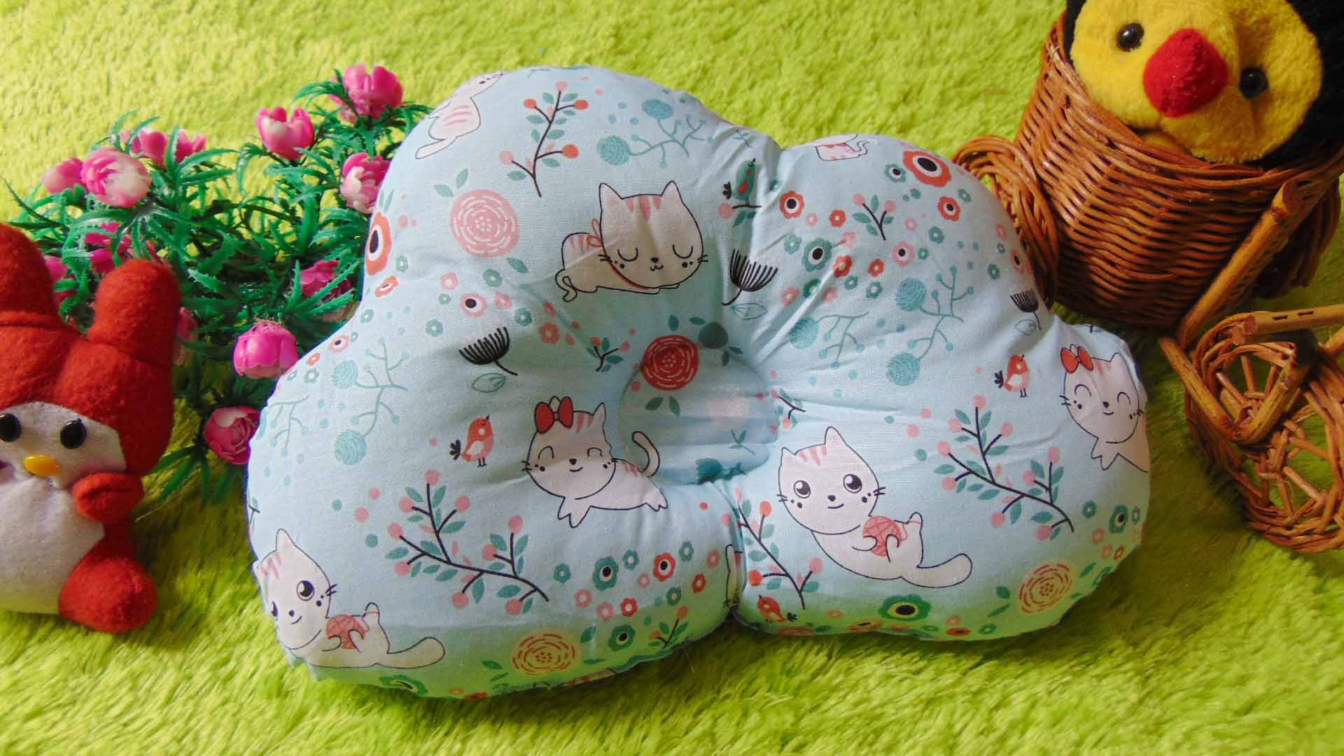 kado bayi bantal peang peyang bantal awan cloud pillow motif kucing biru