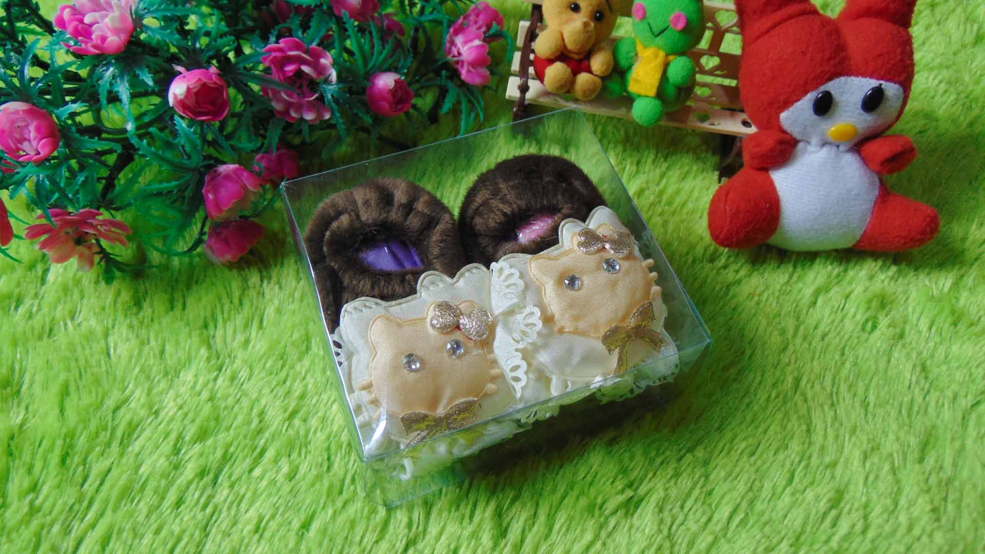 sepatu prewalker bayi newborn bulu cokelat hello kitty Rp 29.000 muat untuk 0-6 bulan lucu dan imut untuk kado ada box mikanya,cocok untuk kado bayi (2)