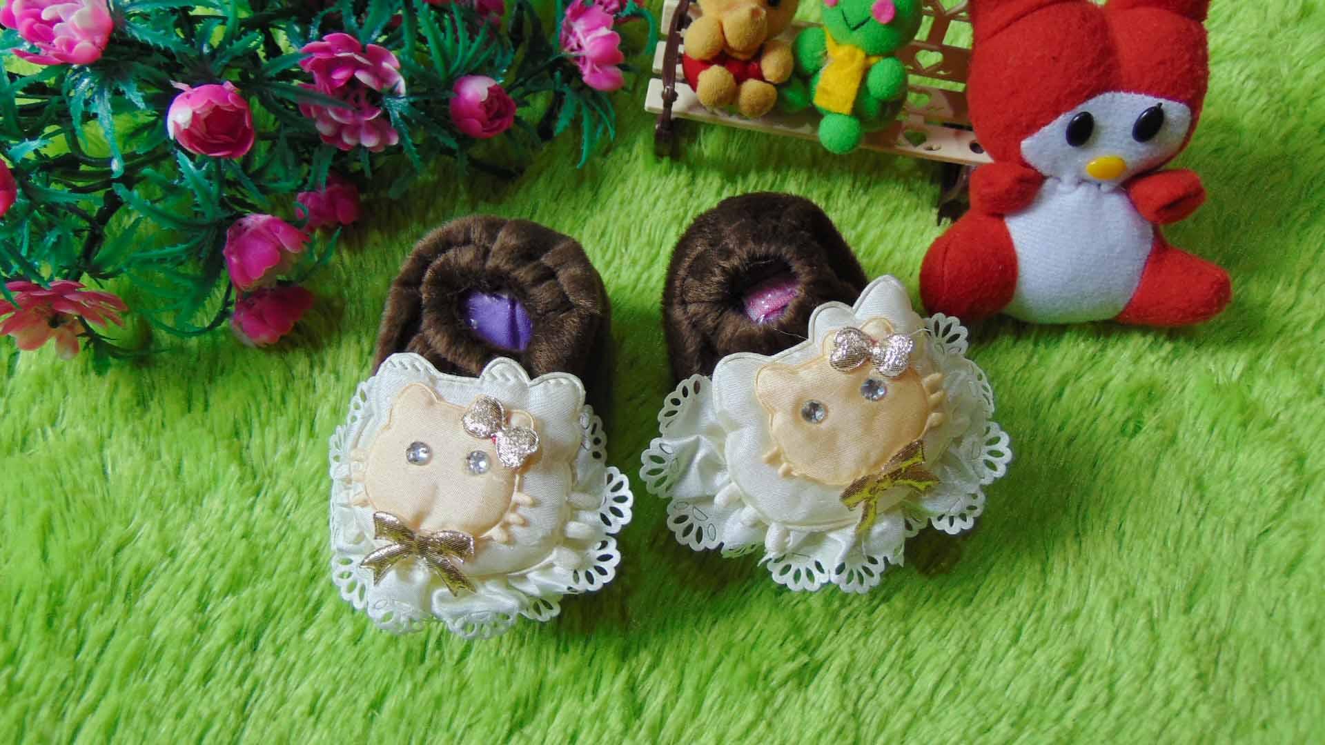 sepatu prewalker bayi newborn bulu cokelat hello kitty Rp 29.000 muat untuk 0-6 bulan lucu dan imut untuk kado ada box mikanya,cocok untuk kado bayi (3)