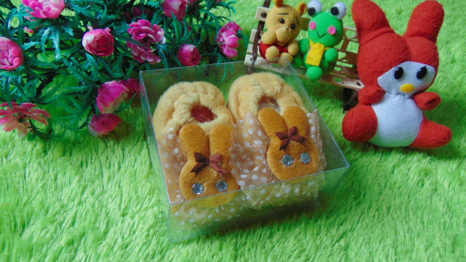 sepatu prewalker bayi newborn kelinci bulu cream Rp 29.000 muat untuk 0-6 bulan lucu dan imut untuk kado ada box mikanya,cocok untuk kado bayi (2)