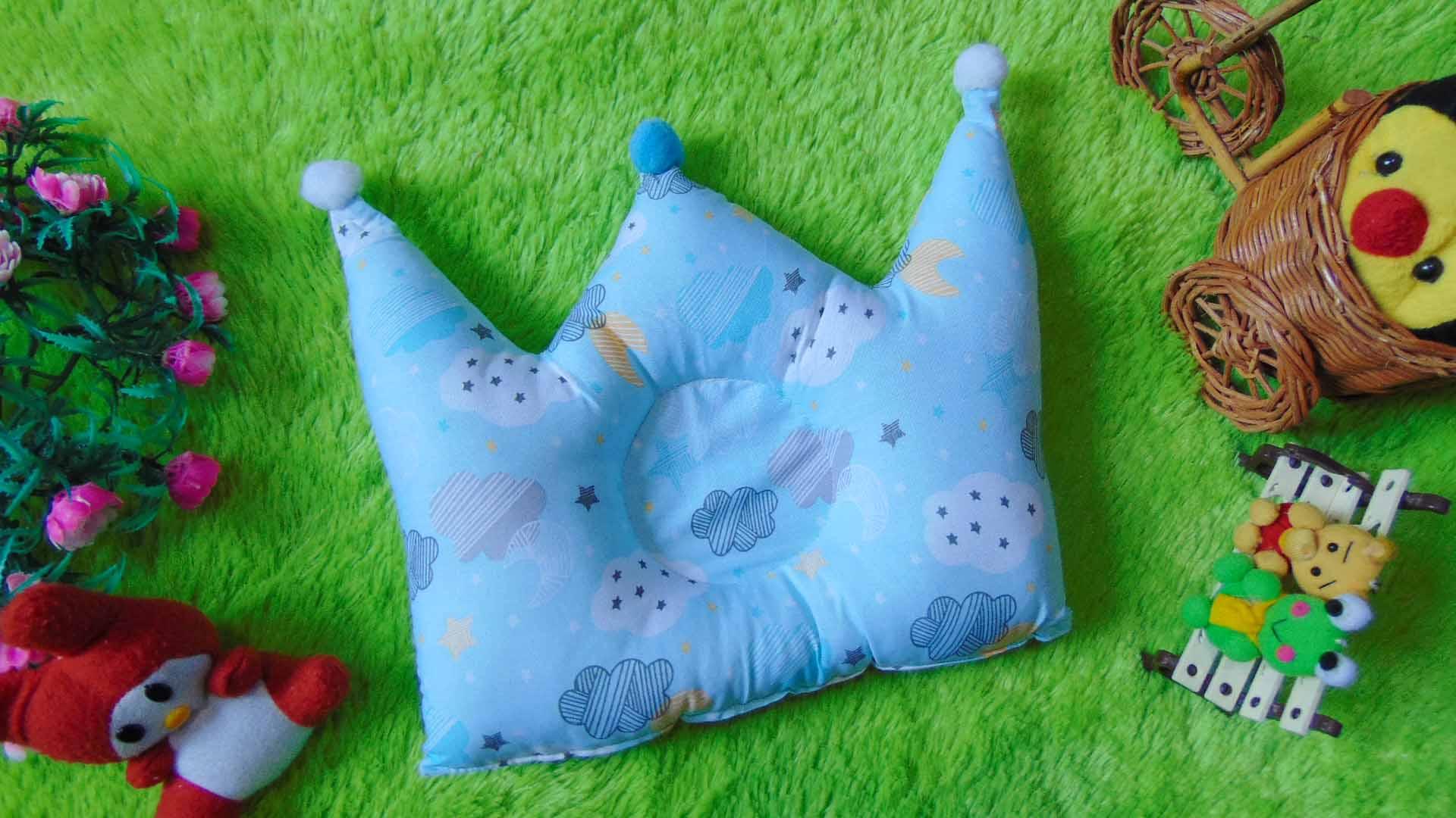 kado bayi Bantal mahkota crown pillow bantal peyang Peang bayi baby motif awan biru muda 37