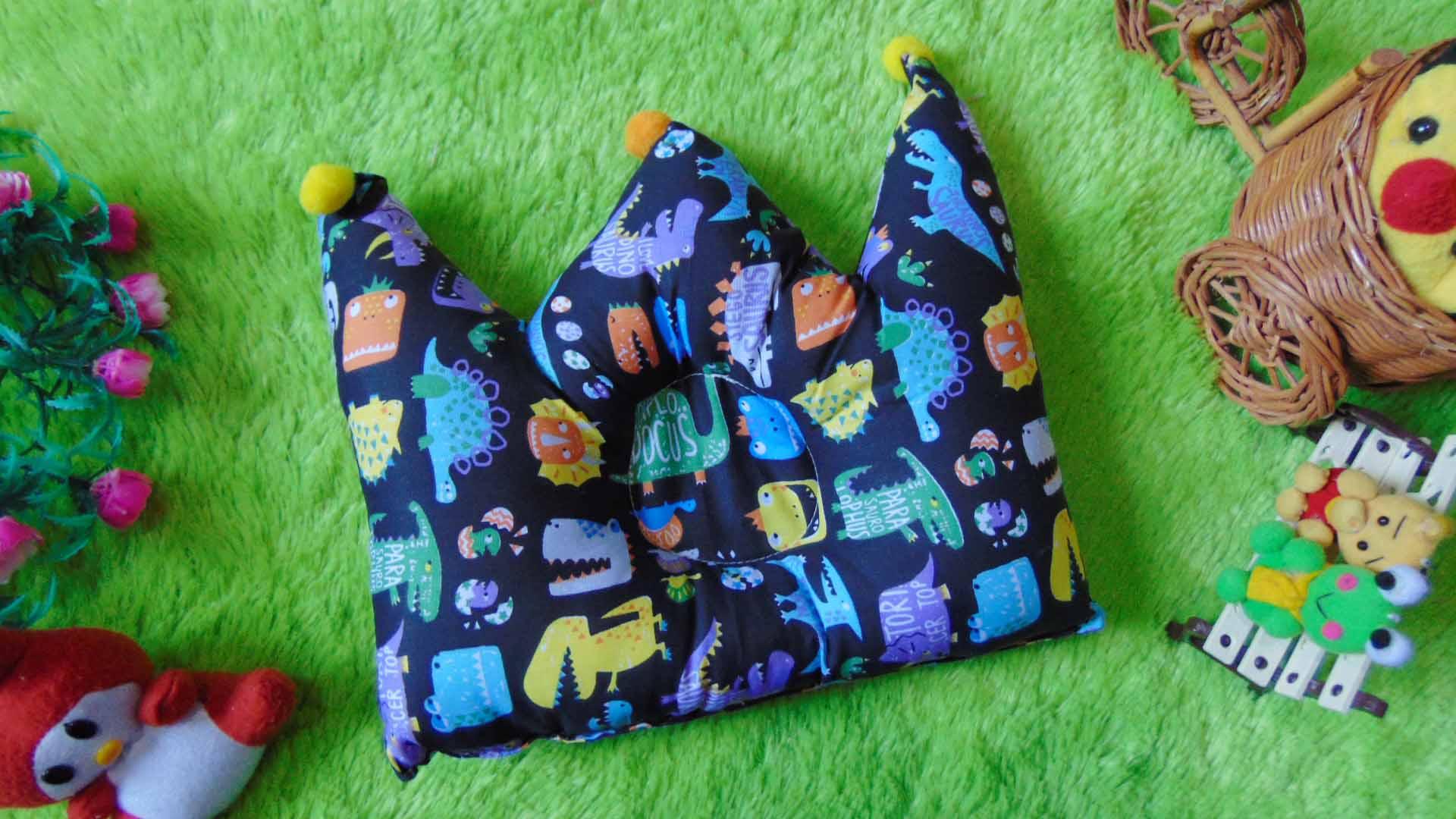 kado bayi Bantal mahkota crown pillow bantal peyang Peang bayi baby motif dinosaurus 37