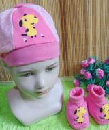 kado bayi set topi dan sepatu bayi newborn snoopy pink 29 bahan lembut,cocok untuk bayi 0-6bulan,bikin dedek bayi makin lucu