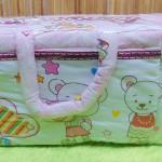 Kado bayi tas perlengkapan bayi motif beruang pink selimut dengan wadah botol susu tahan panas dingin (1)