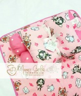 EKSKLUSIF Kado Bayi Baby Bedding Set 4in1 Matras Perlak Set Bantal Peang Plus 2 Guling motif Cutie Cat Pink