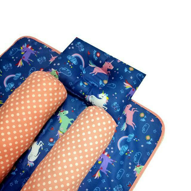 EKSKLUSIF Kado Bayi Baby Bedding Set 4in1 Matras Perlak Set Bantal Peang Plus 2 Guling motif Unicorn Navy