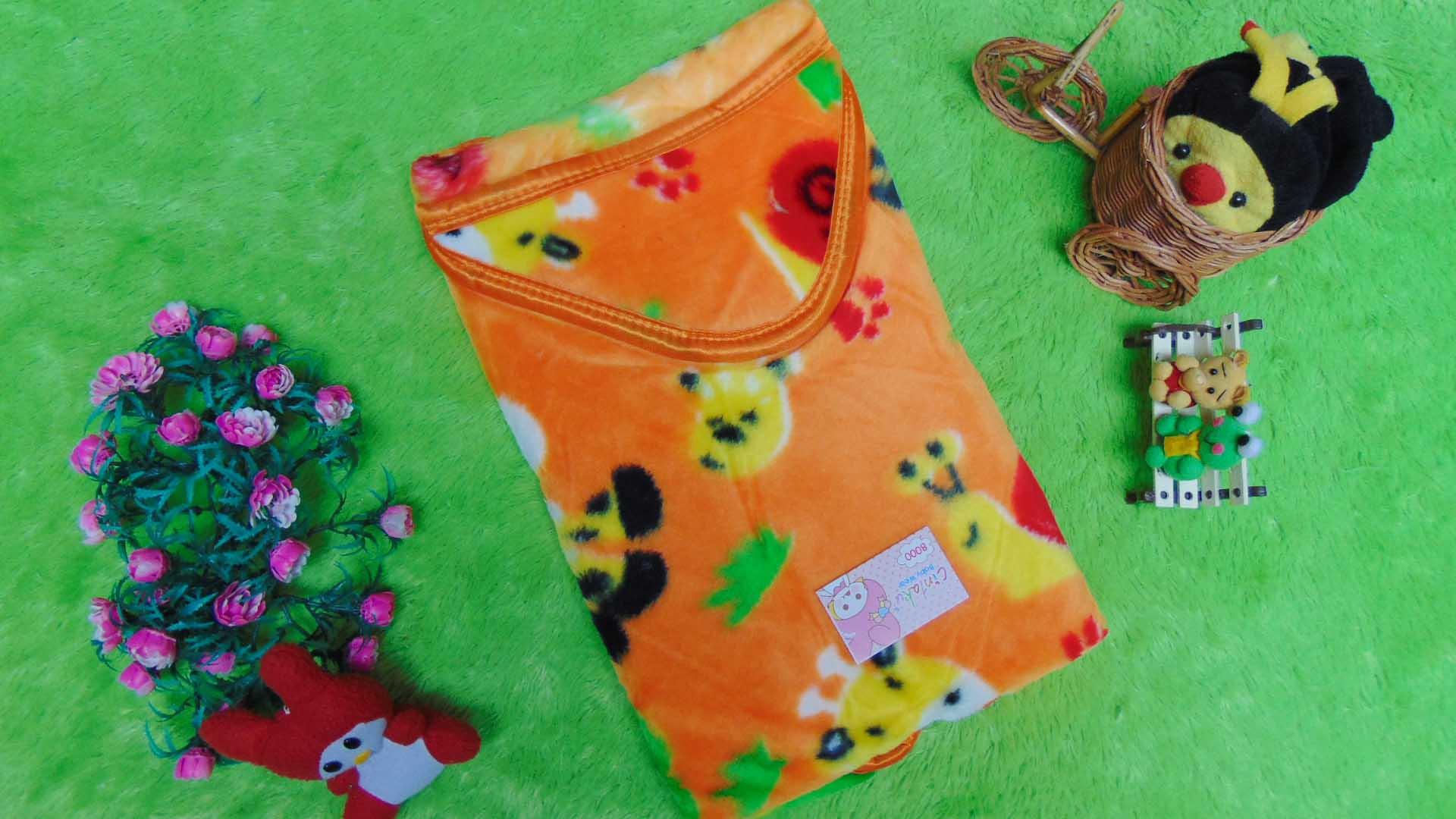 kado bayi selimut bayi bulu topi selimut bepergian bayi bludru lembut motif jerapah orange 40 bahan lembut cocok sebagai pelindung bayi ketika bepergian (1)