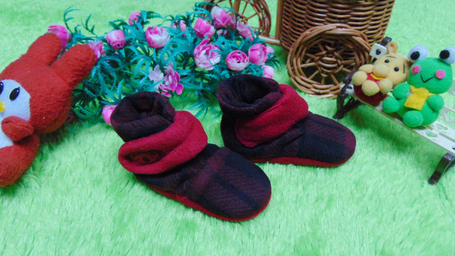Cuddle Me Baby Booties Check Red Daftar Harga Terbaru Dan Mantel Bayi Cape Kado Sepatu Prewalker Newborn 0 6bulan Cuddleme Motif 1