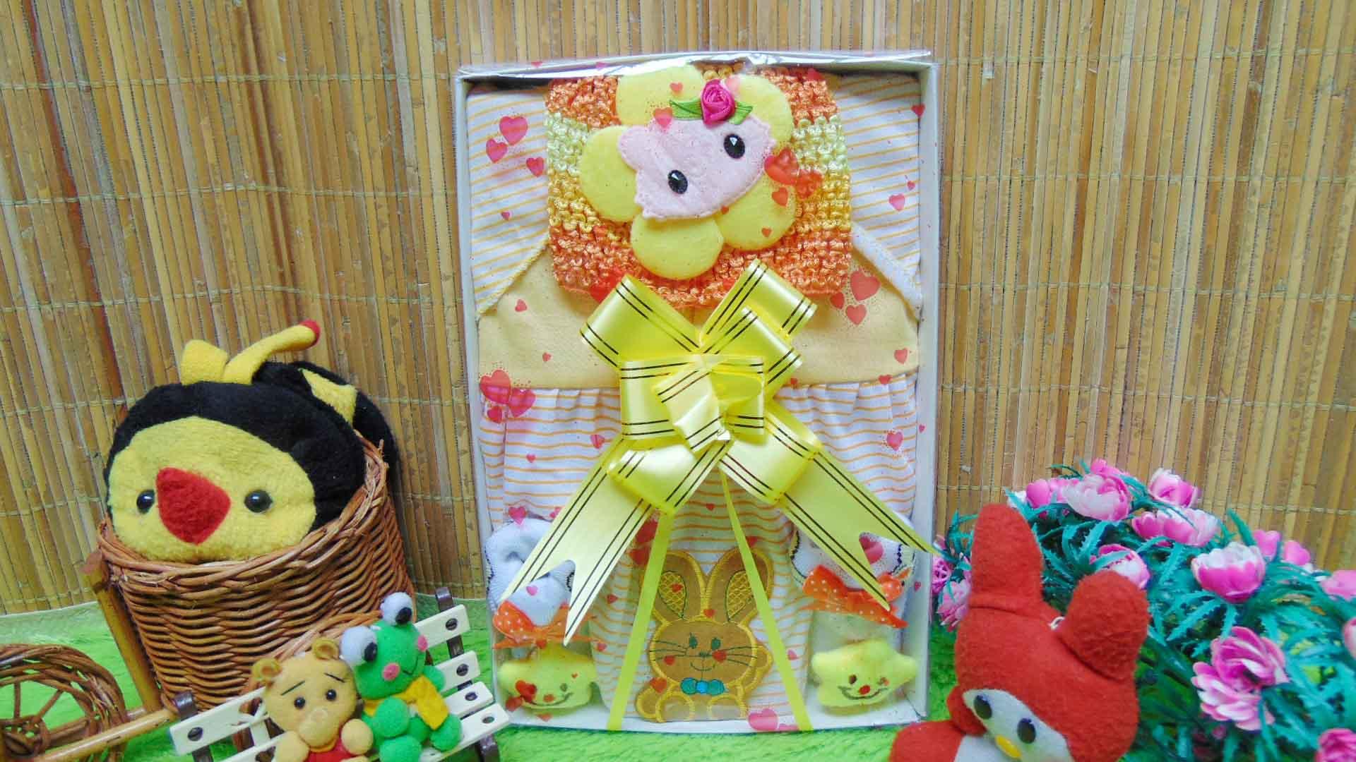 FREE KARTU UCAPAN Kado Lahiran Box Paket Kado Bayi Perempuan Cewek Baby Gift Dress Kuning n Baby Sock 60 terdiri Dress bayi 0-9bln,turban,dan kaos kaki bayi boneka