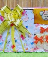 FREE KARTU UCAPAN Kado Lahiran Paket Kado Bayi Newborn Baby Gift Box Full Package Kuning