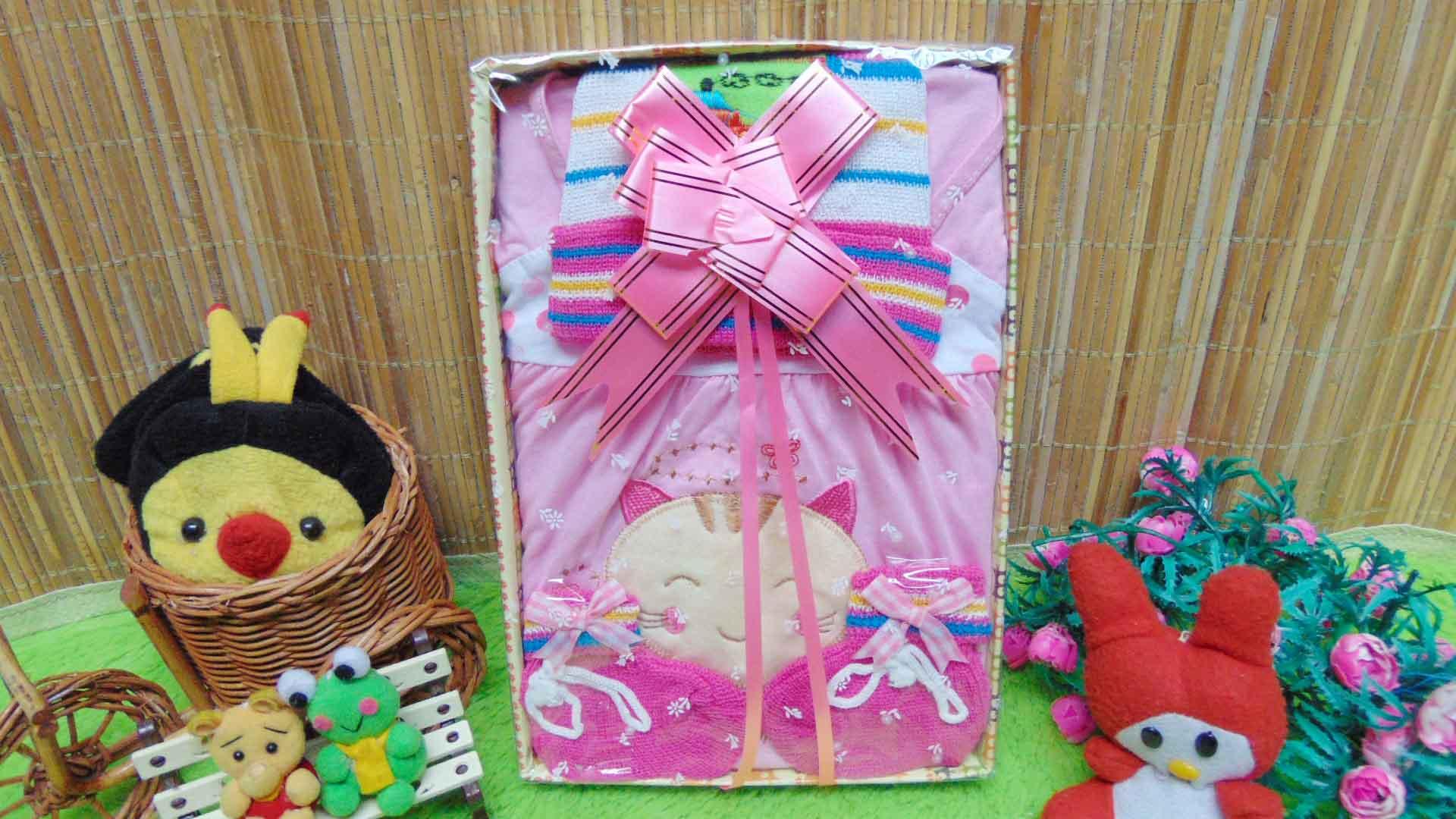 Kado Lahiran Box Paket Kado Bayi Perempuan Cewek Baby Gift Dress Pink Kucing Rajut 49 terdiri Dress bayi 0-9bln,topi dan sepatu rajut bayi