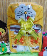 Kado Lahiran Paket Kado Bayi Baby Gift Box Doraemon kuning 60 terdiri dari setelan kaos doraemon 0-12bln dan topi doraemon lucu,FREE KARTU UCAPAN