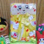 Kado Lahiran Paket Kado Bayi Baby Gift Box Selimut Carter Plus Baby Sock Yellow Cute 75 terdiri dari selimut carter extra lembut,kaos kaki boneka baby,FREE KARTU UCAPAN