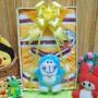 utama FREE KARTU UCAPAN Kado Lahiran Paket Kado Bayi Baby Gift Box Doraemon Kuning 2in1 49rb terdiri dari setelan kaos doraemon 0-12bln dan boneka doraemon lucu (2)