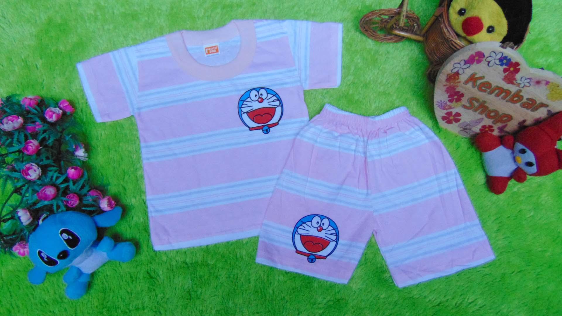 FREE KARTU UCAPAN Kado Lahiran Paket Kado Bayi Baby Gift Box Doraemon Pink 2in1 49 terdiri dari setelan kaos doraemon 0-12bln dan boneka doraemon lucu