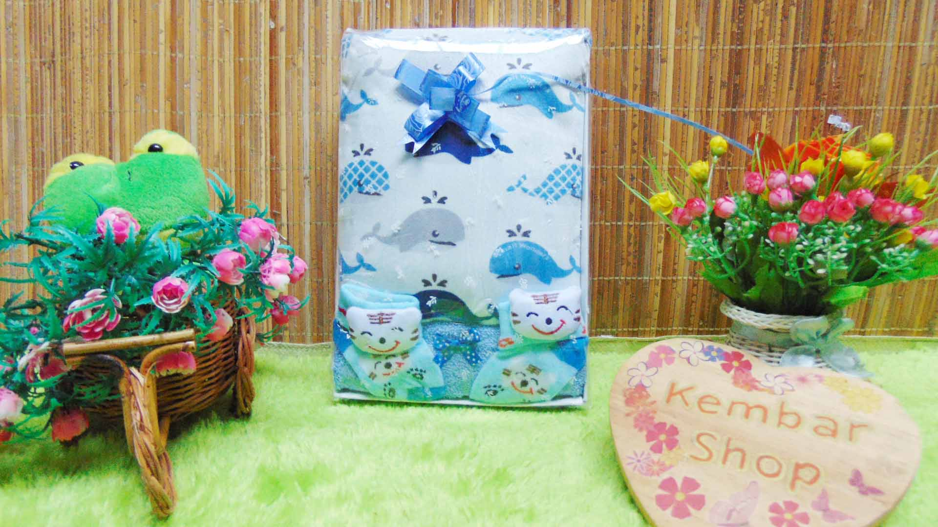 FREE KARTU UCAPAN Kado Lahiran Paket Kado Bayi Baby Gift Box Selimut Carter Plus Baby Sock BOY Acak (1)