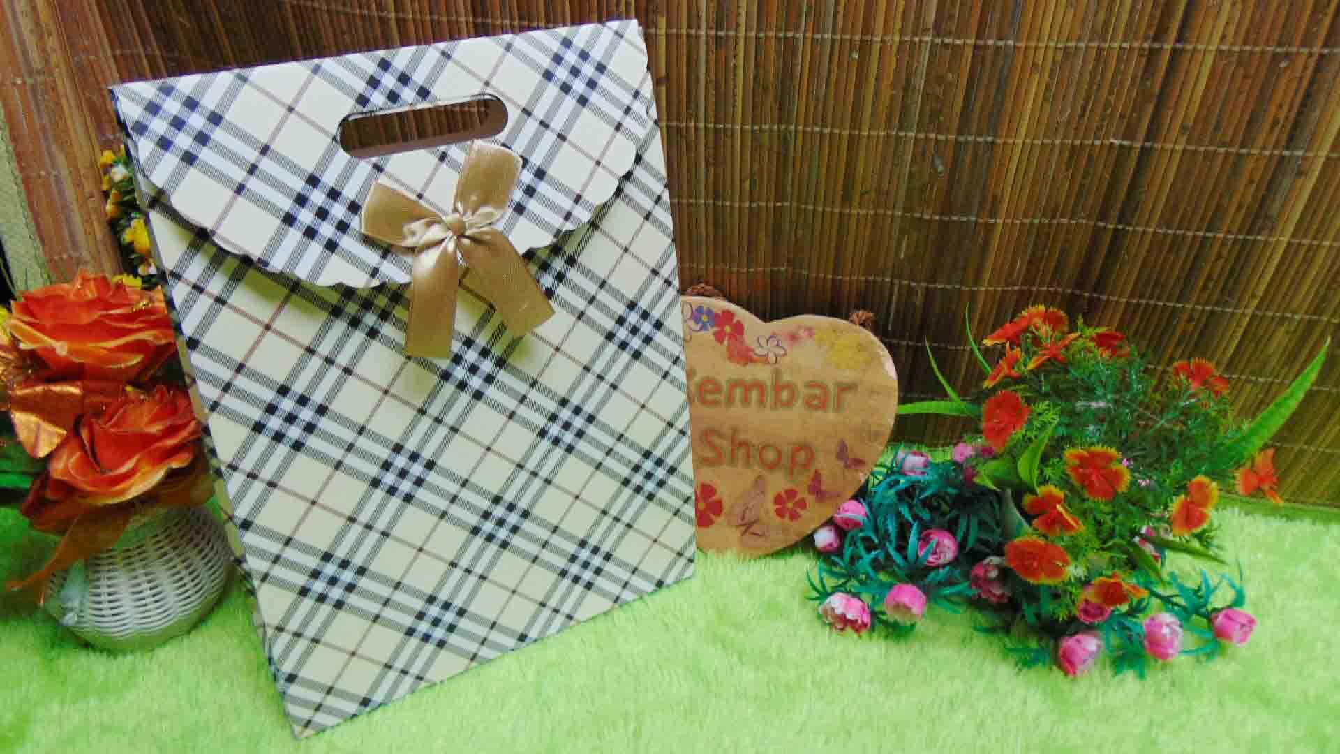 kemasan kado, bungkus kado, tas souvenir, tas kado, paper bag, gift bag hampers tartan cantik (2)