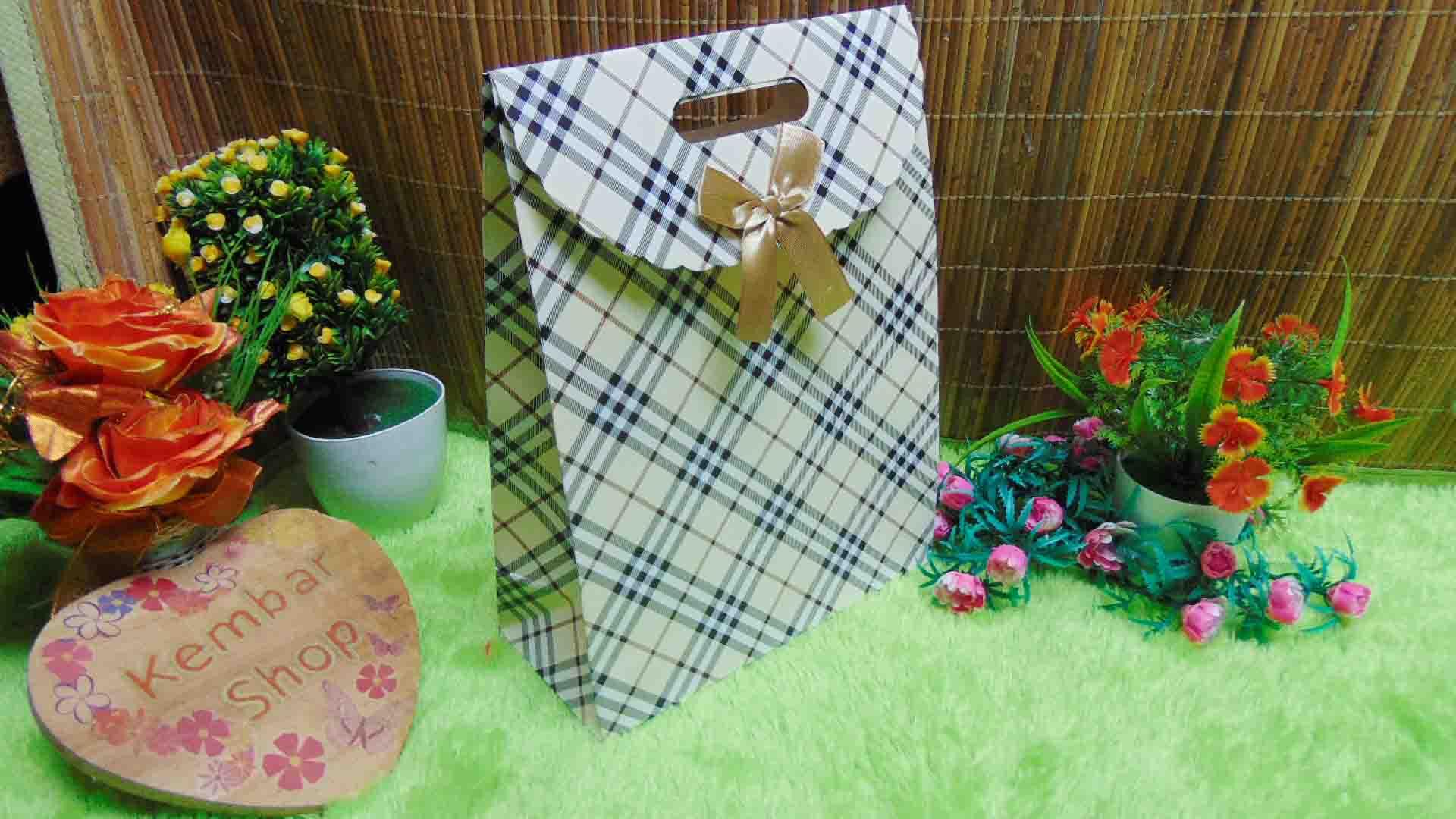 kemasan kado, bungkus kado, tas souvenir, tas kado, paper bag, gift bag hampers tartan cantik (4)