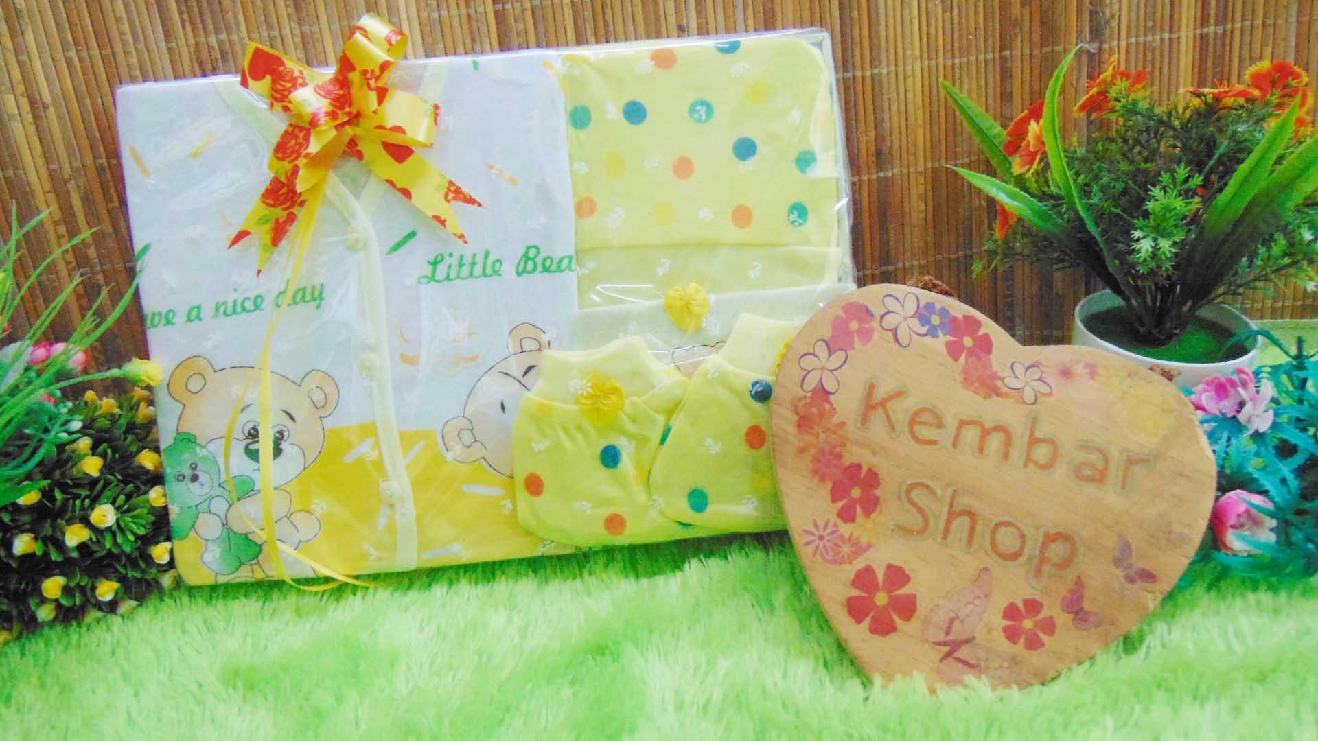 FREE KARTU UCAPAN Paket Kado Bayi Hemat Topi Sepatu (2)