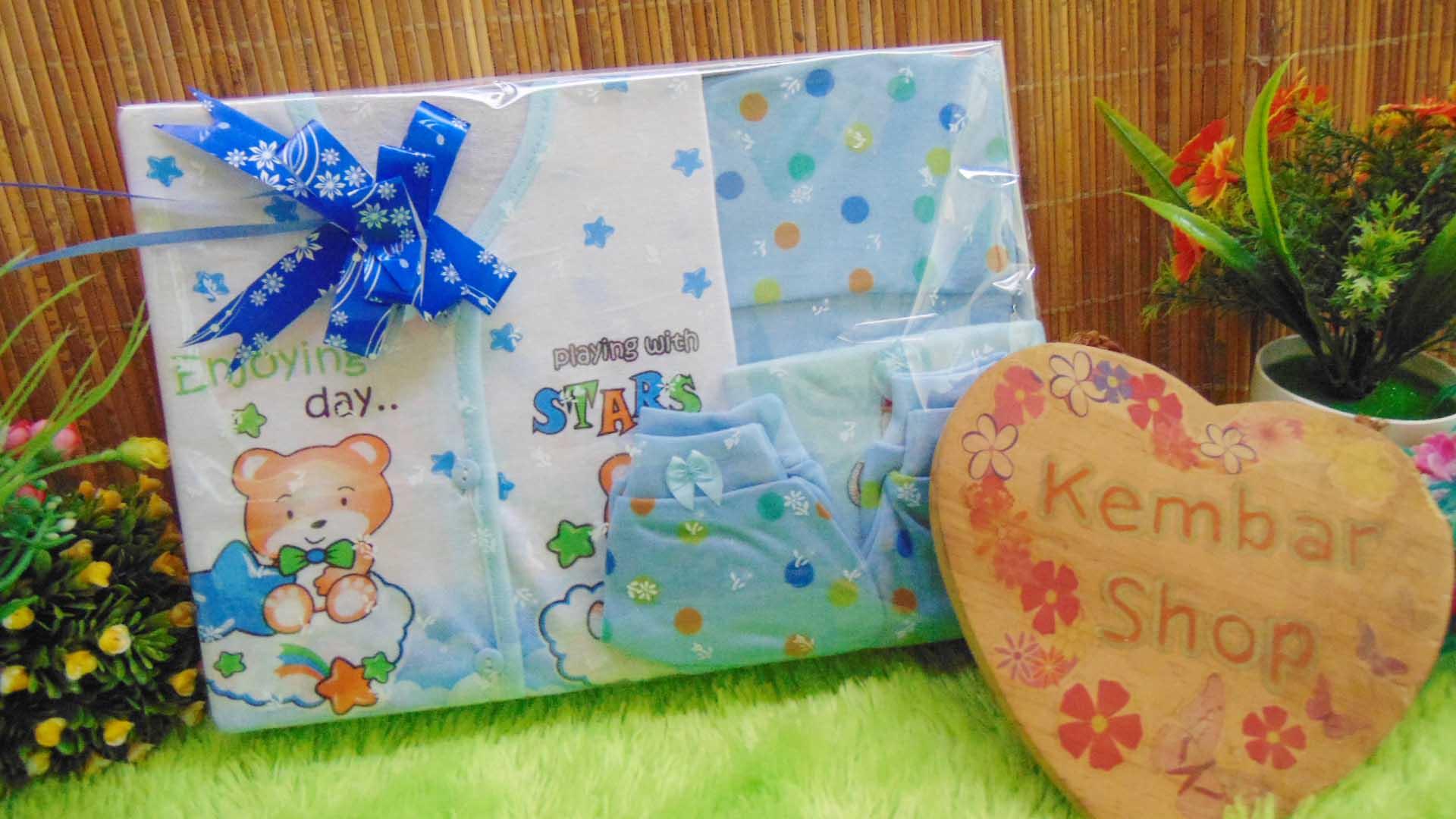 FREE KARTU UCAPAN Paket Kado Bayi Hemat Topi Sepatu (3)
