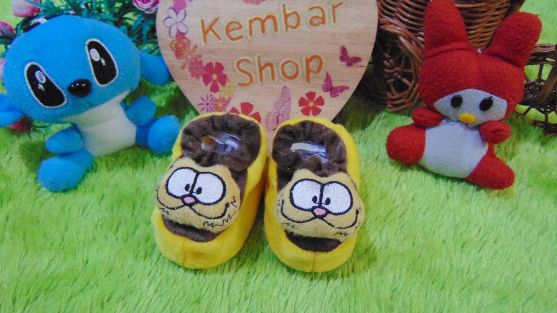 foto-utama-kado-bayi-baby-gift-set-sepatu-prewalker-alas-kaki-newborn-0-6bulan-lembut-motif-kucing-garfield