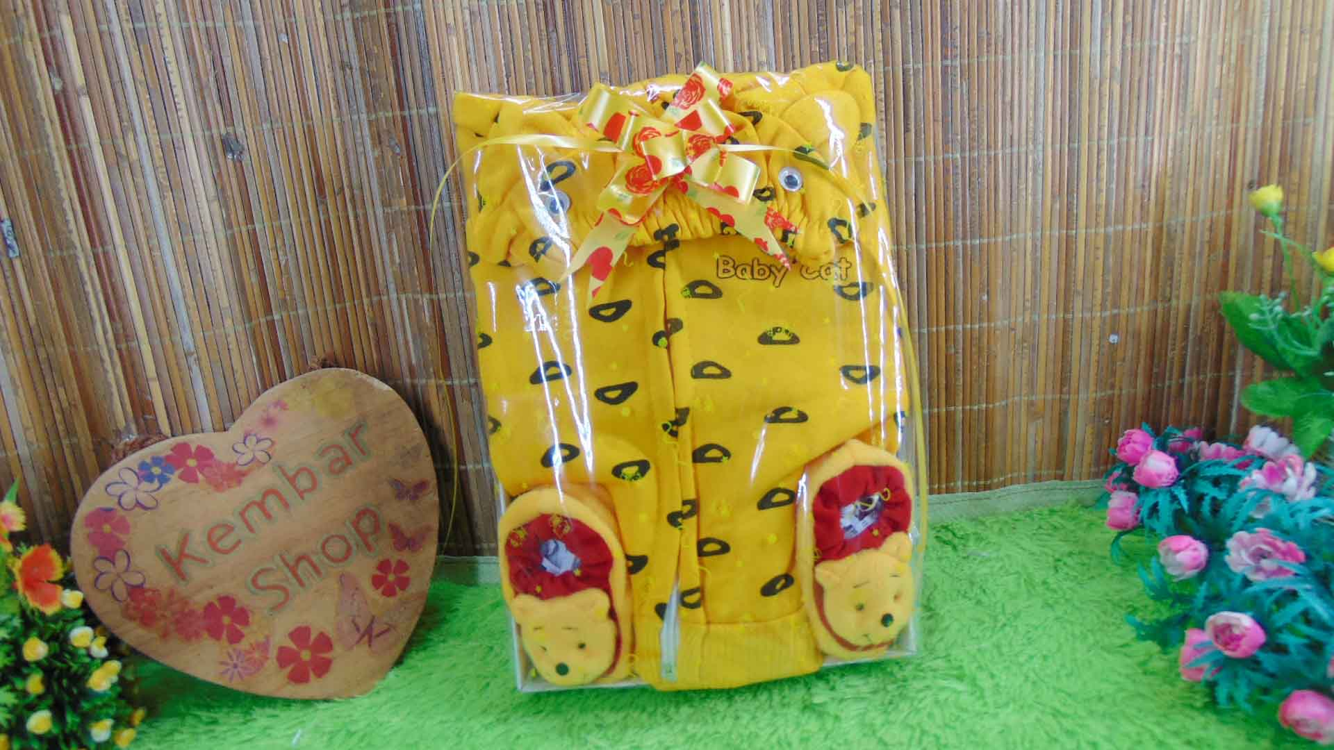 FREE KARTU UCAPAN paket kado lahiran bayi baby gift set box jaket BABY CAT plus sepatu boneka (4)